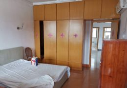 房東發布:西郊路醫學院旁55平米1室1廳1衛出租