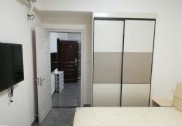 开发区附属医院旁50平米1室1厅2卫1800出租